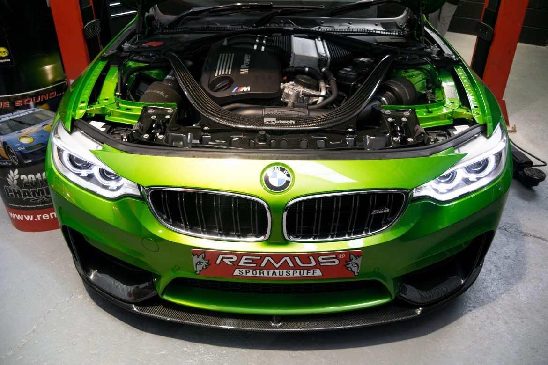 Green BMW M4 remus