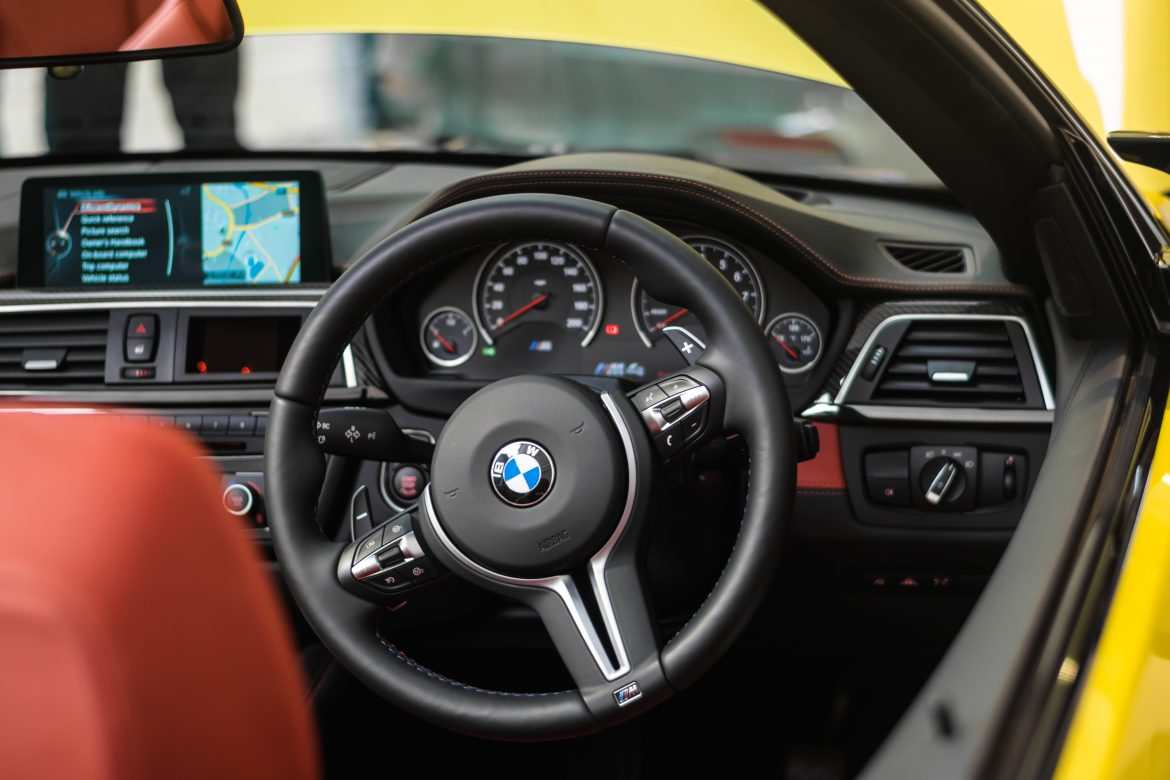 BMW M4 Steering wheel in Austin yellow