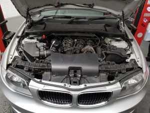 BMW 123d tuning engine bay